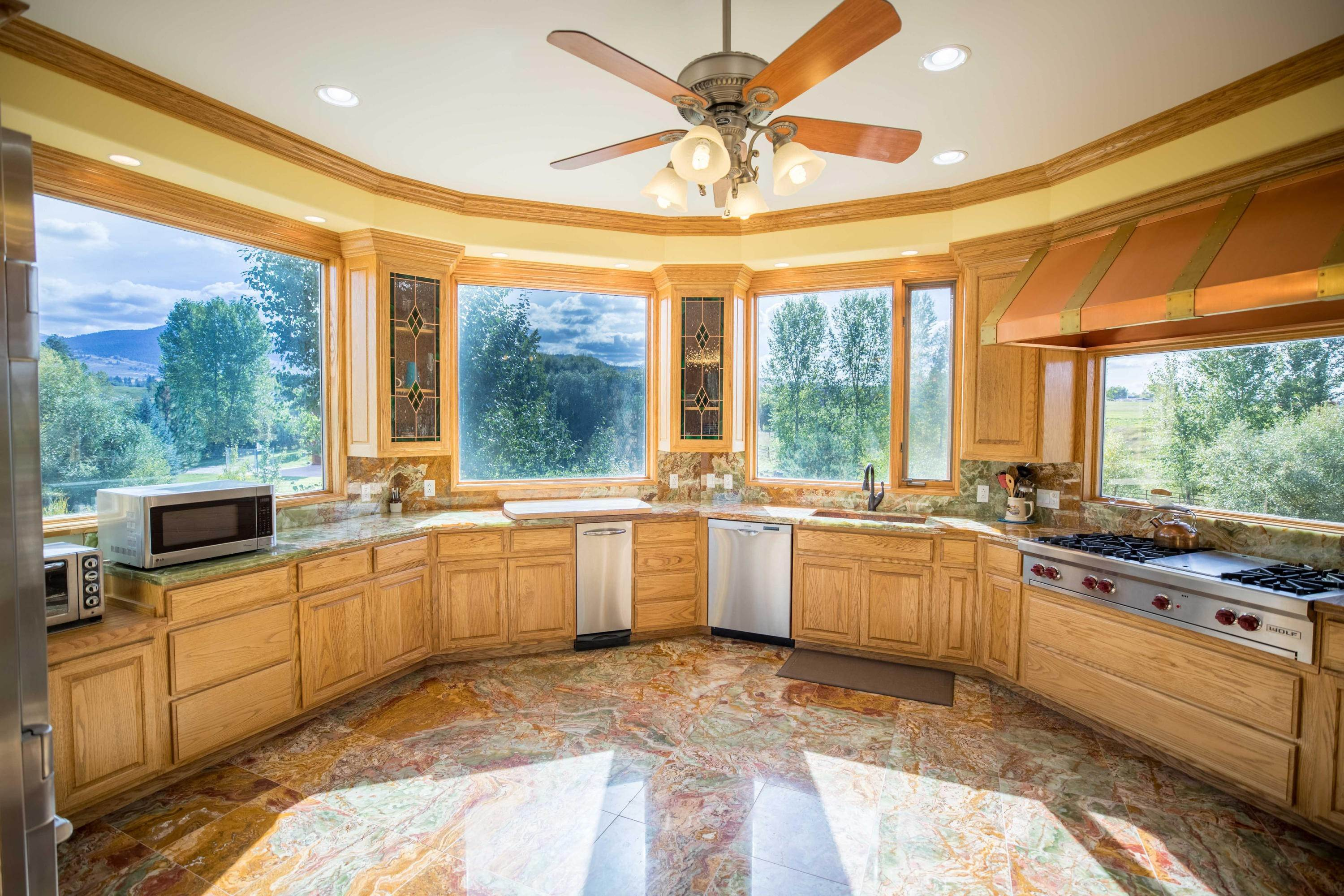 7. Single Family Homes for Sale at 859 Hamilton Heights Road Corvallis, Montana 59828 United States