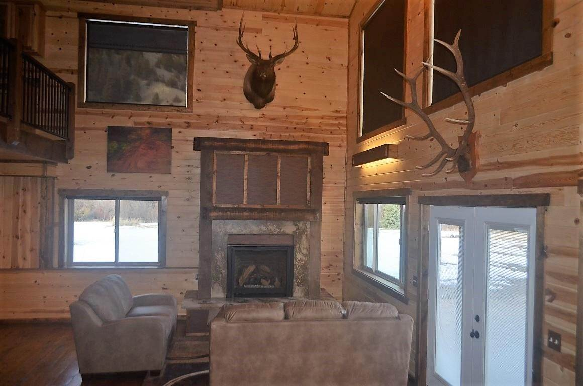 4. Single Family Homes for Sale at 40 Sandin Ranch Lane Philipsburg, Montana 59858 United States