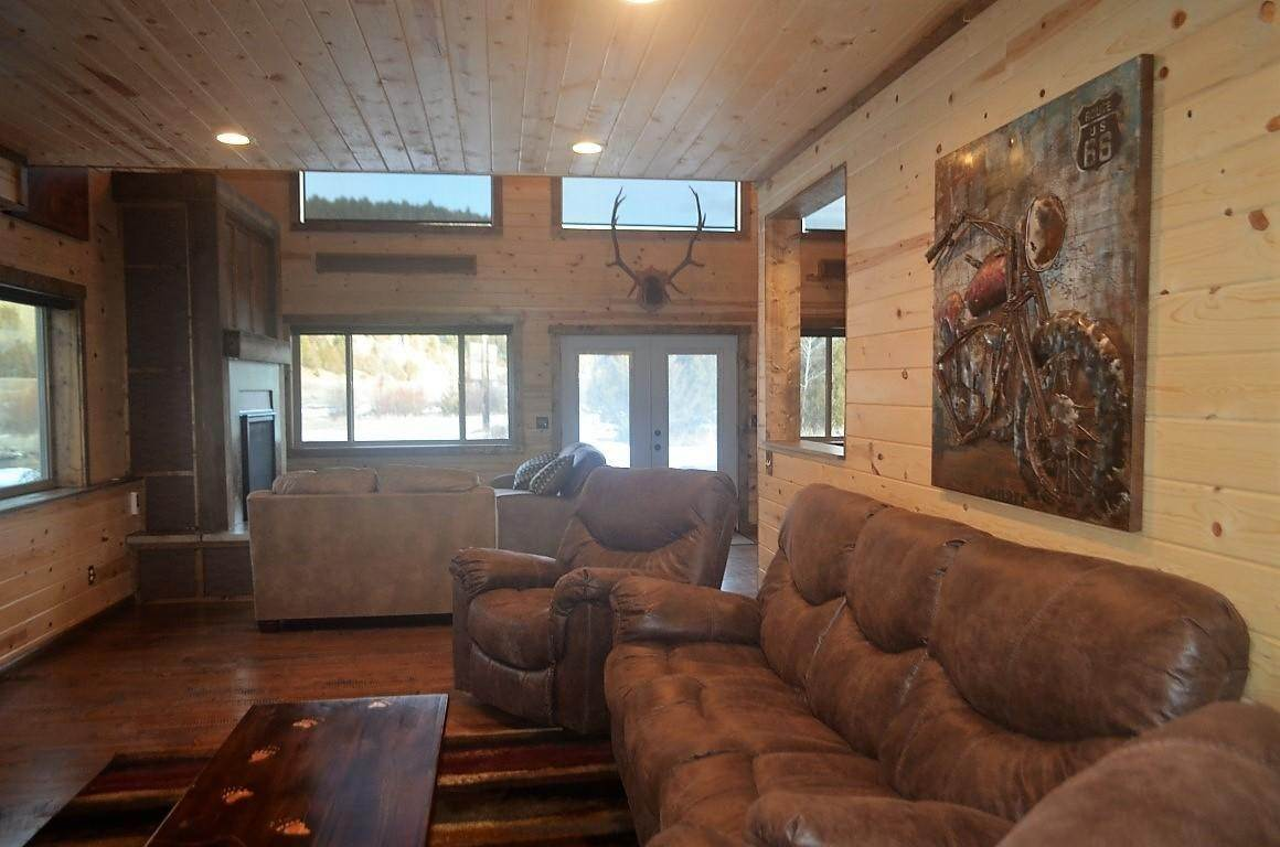 8. Single Family Homes for Sale at 40 Sandin Ranch Lane Philipsburg, Montana 59858 United States