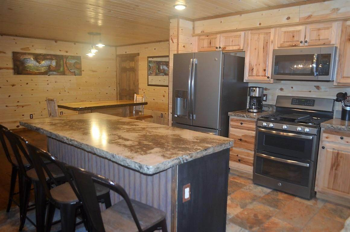 14. Single Family Homes for Sale at 40 Sandin Ranch Lane Philipsburg, Montana 59858 United States