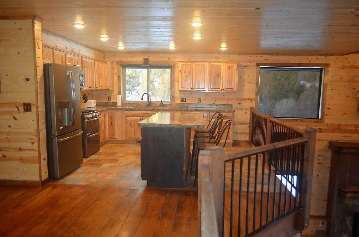 19. Single Family Homes for Sale at 40 Sandin Ranch Lane Philipsburg, Montana 59858 United States