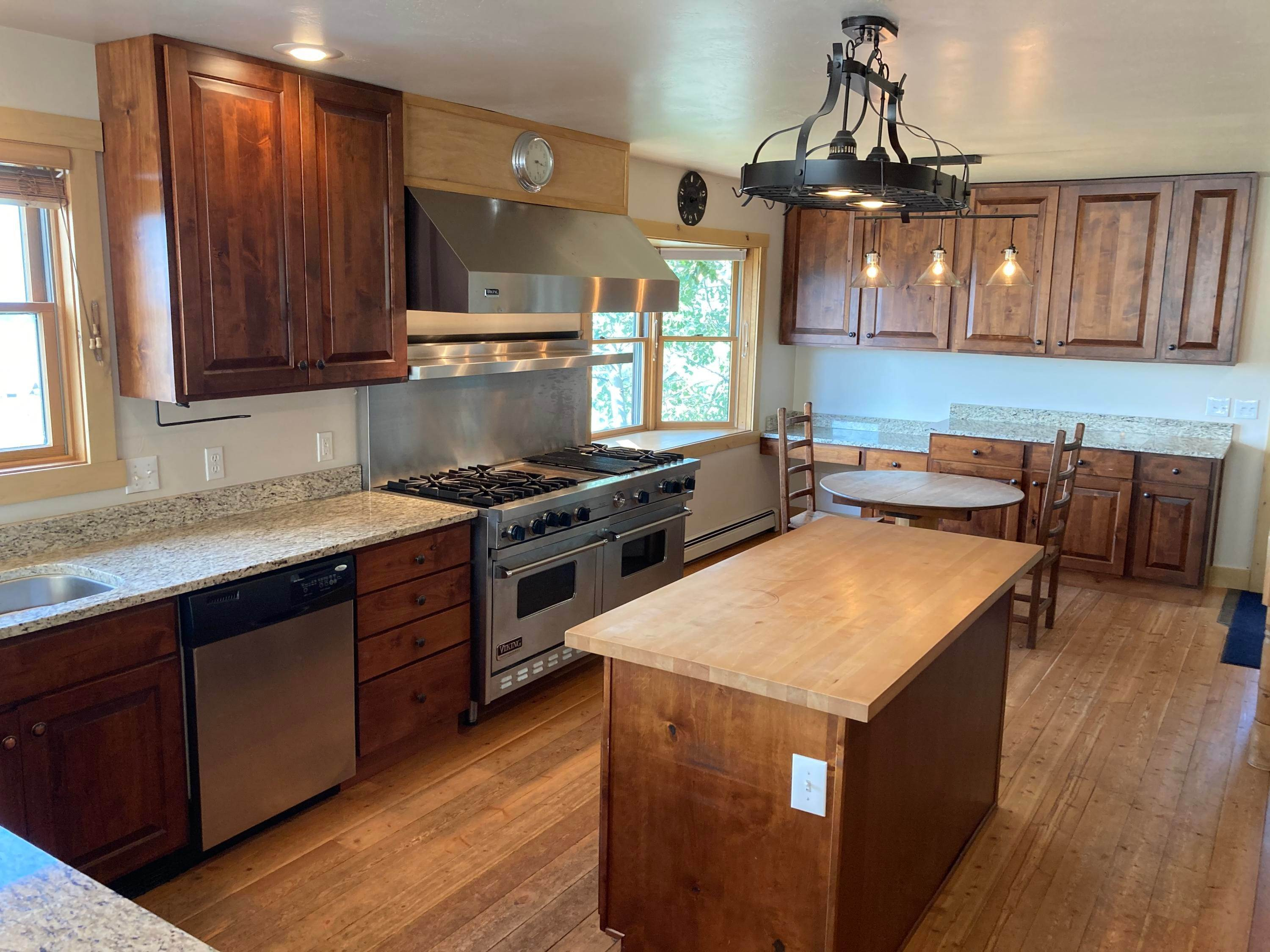 19. Single Family Homes for Sale at 215 Martinez Spring Road Bozeman, Montana 59718 United States