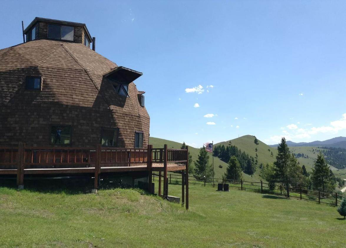 2. Single Family Homes for Sale at 90 Upper Willow Creek Road Philipsburg, Montana 59858 United States