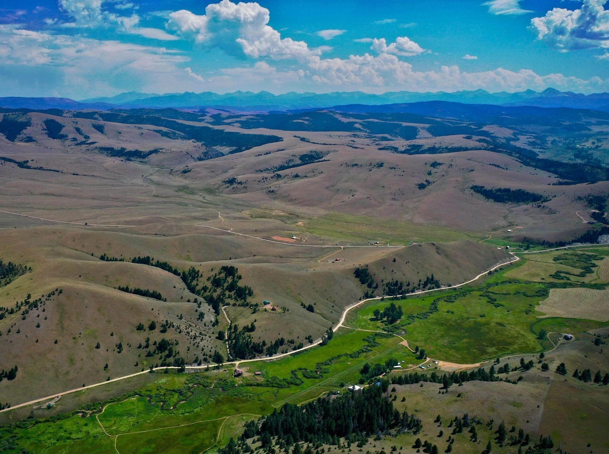 13. Single Family Homes for Sale at 90 Upper Willow Creek Road Philipsburg, Montana 59858 United States