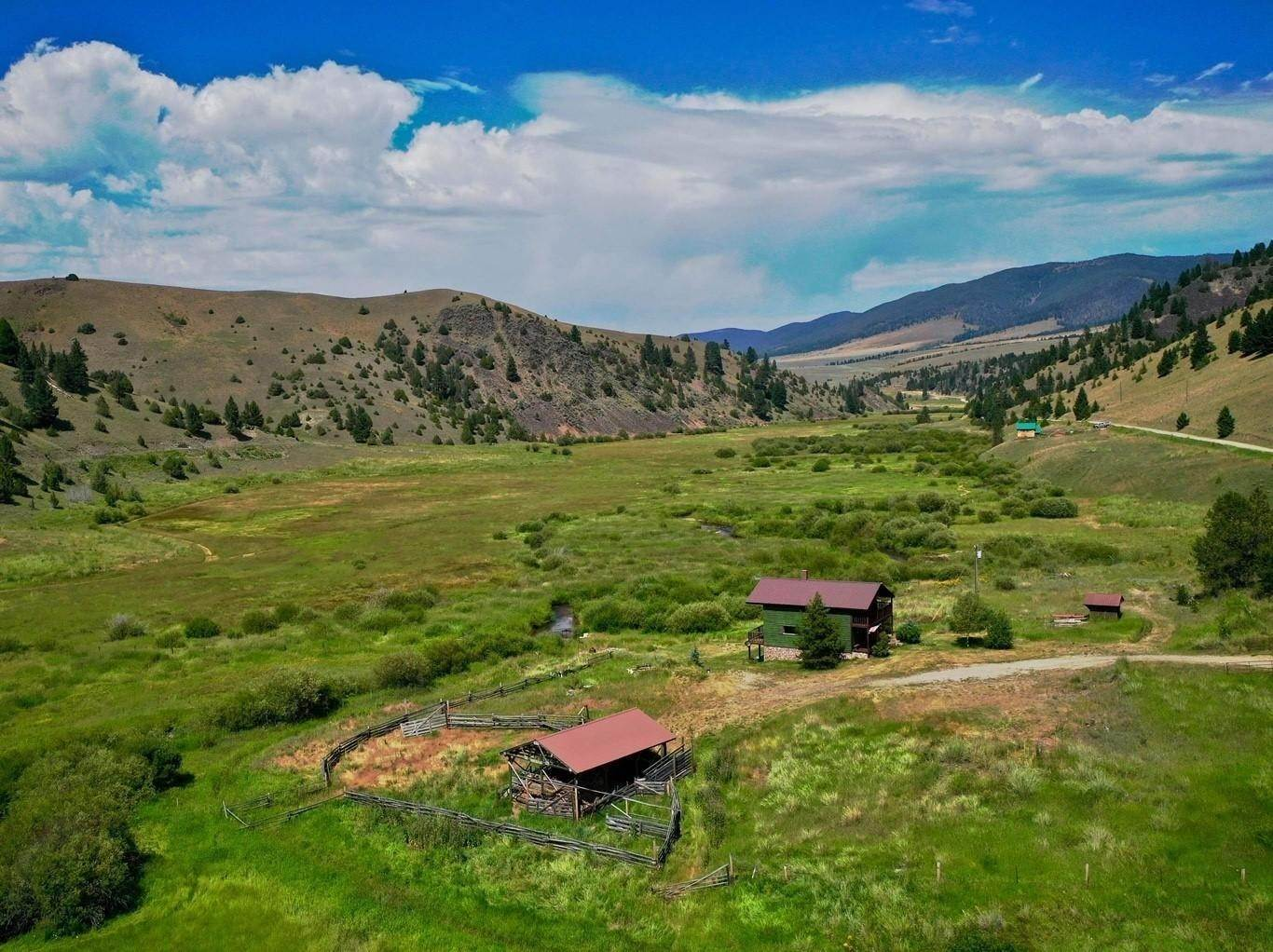 18. Single Family Homes for Sale at 90 Upper Willow Creek Road Philipsburg, Montana 59858 United States