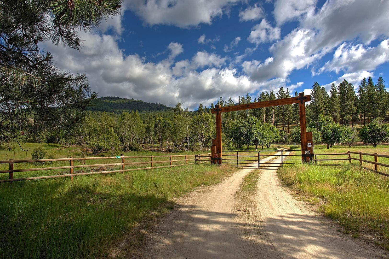 9. Single Family Homes for Sale at 848 Sweathouse Creek Road Victor, Montana 59875 United States