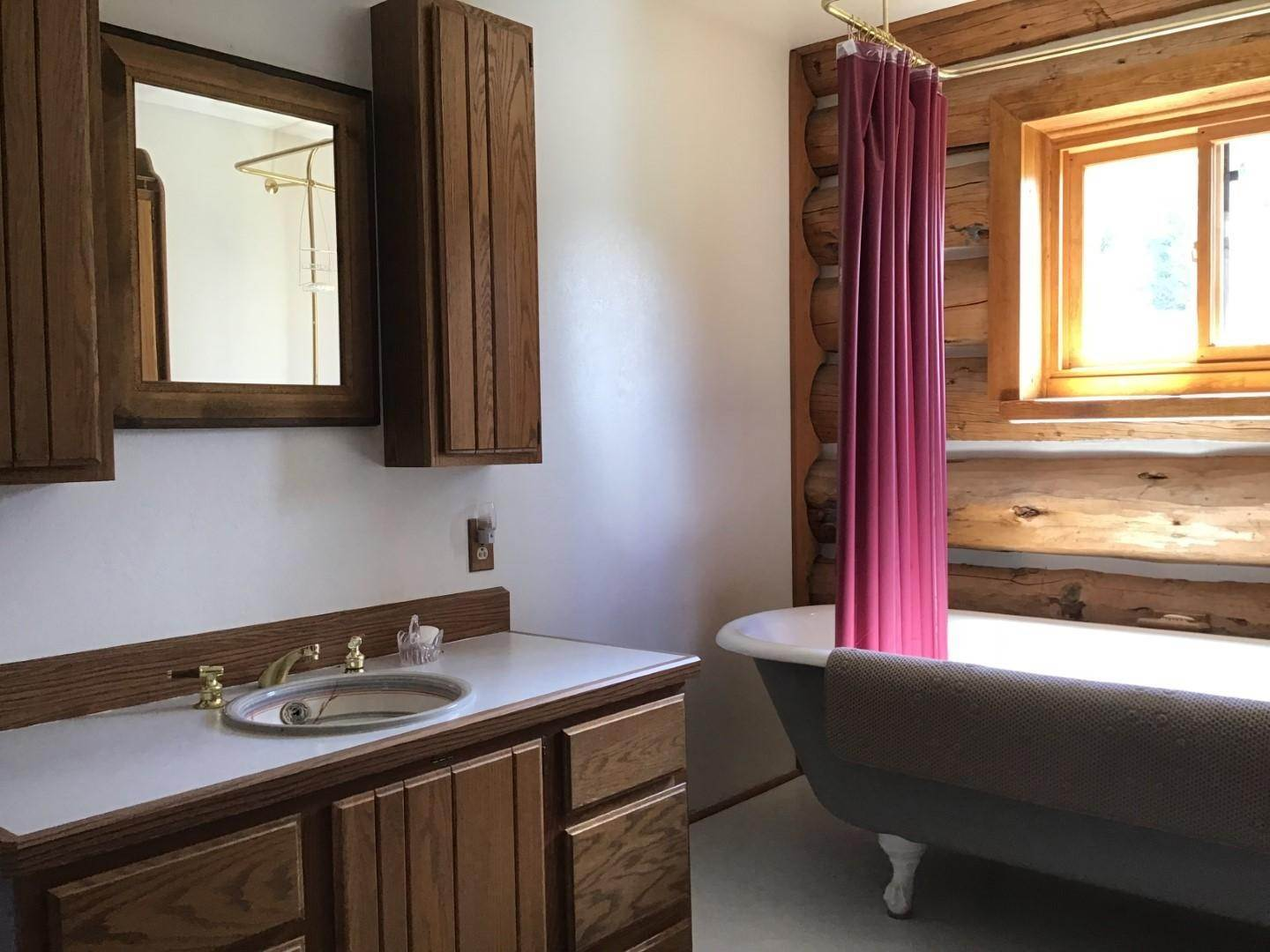 18. Single Family Homes for Sale at 1622 Upper Rock Creek Road Philipsburg, Montana 59858 United States