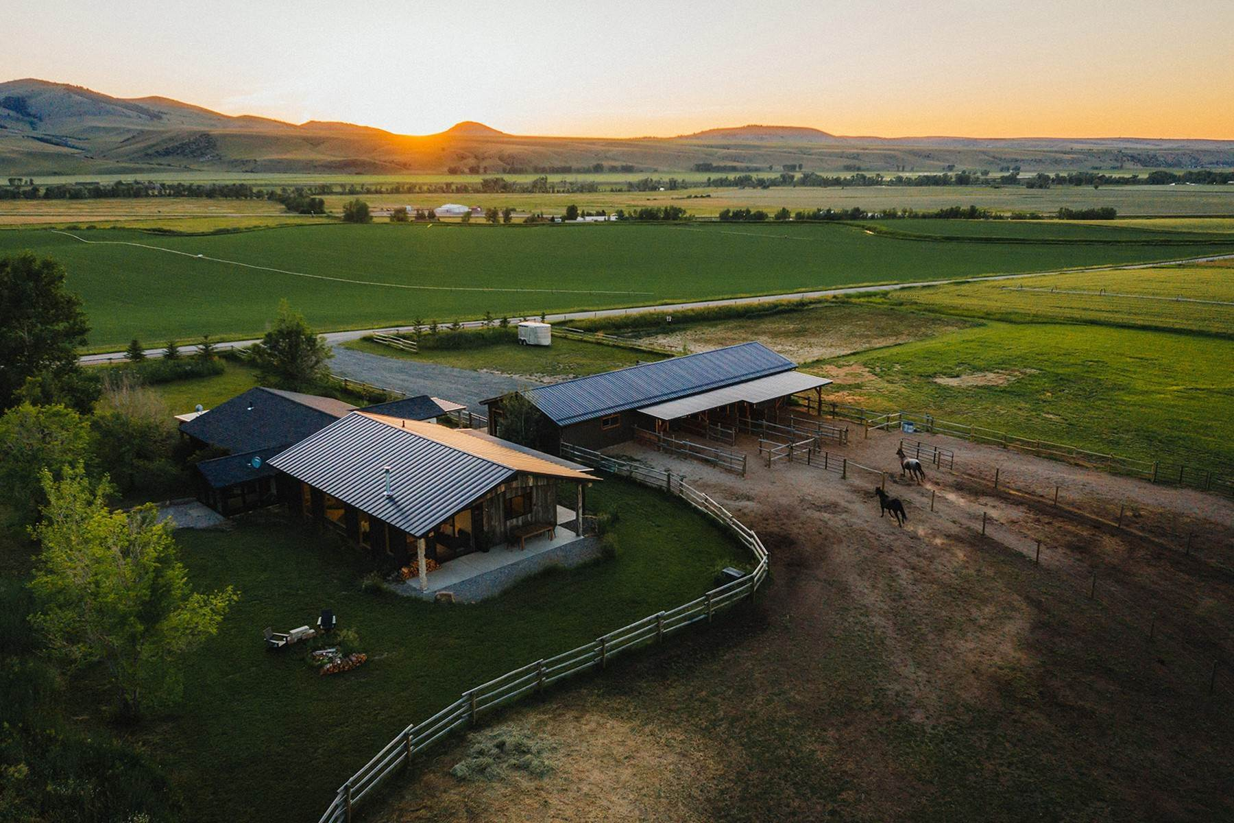 Single Family Homes for Sale at 17960 Yankee Creek Road Gallatin Gateway, Montana 59730 United States