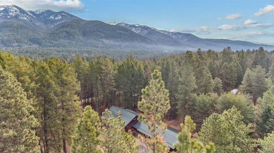 29. Single Family Homes for Sale at 240 Lake Blaine Drive Kalispell, Montana 59901 United States