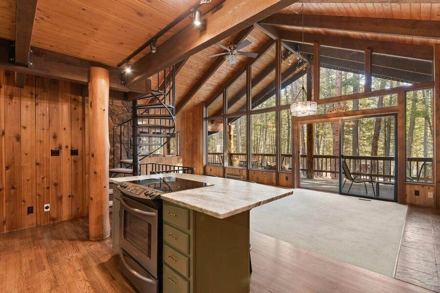 9. Single Family Homes for Sale at 240 Lake Blaine Drive Kalispell, Montana 59901 United States