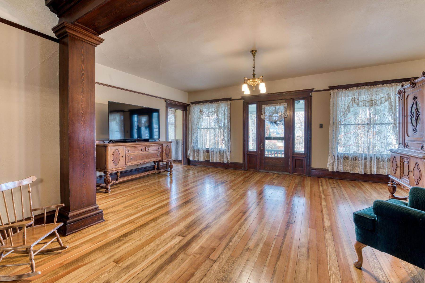 25. Single Family Homes for Sale at Historic Bass Mansion 100 College Street Stevensville, Montana 59870 United States