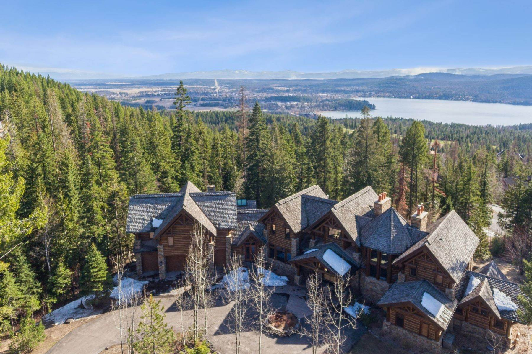 31. Single Family Homes for Sale at Magnificent Mountain Architecture 105 Huckleberry Lane Whitefish, Montana 59937 United States