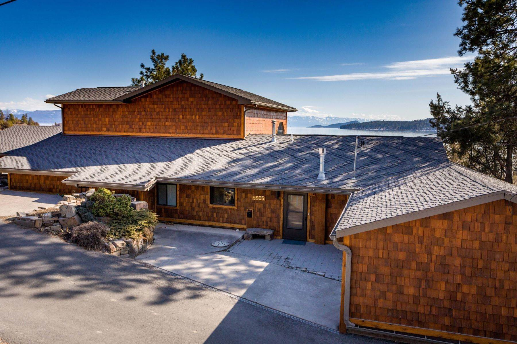 30. Single Family Homes for Sale at Flathead Lake Living 5505 Us Hwy 93 Somers, Montana 59932 United States