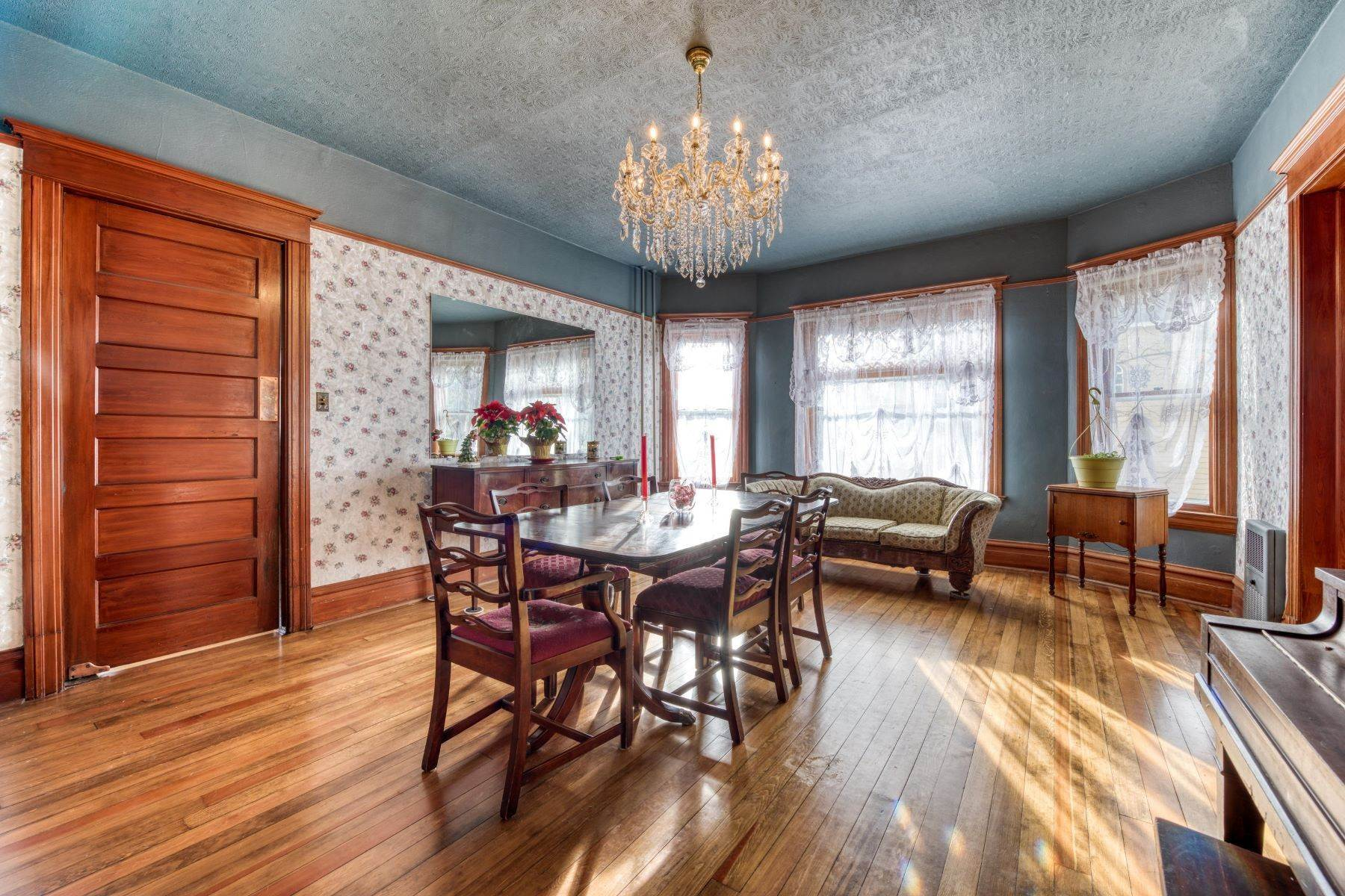 12. Single Family Homes for Sale at Historic Bass Mansion 100 College Street Stevensville, Montana 59870 United States