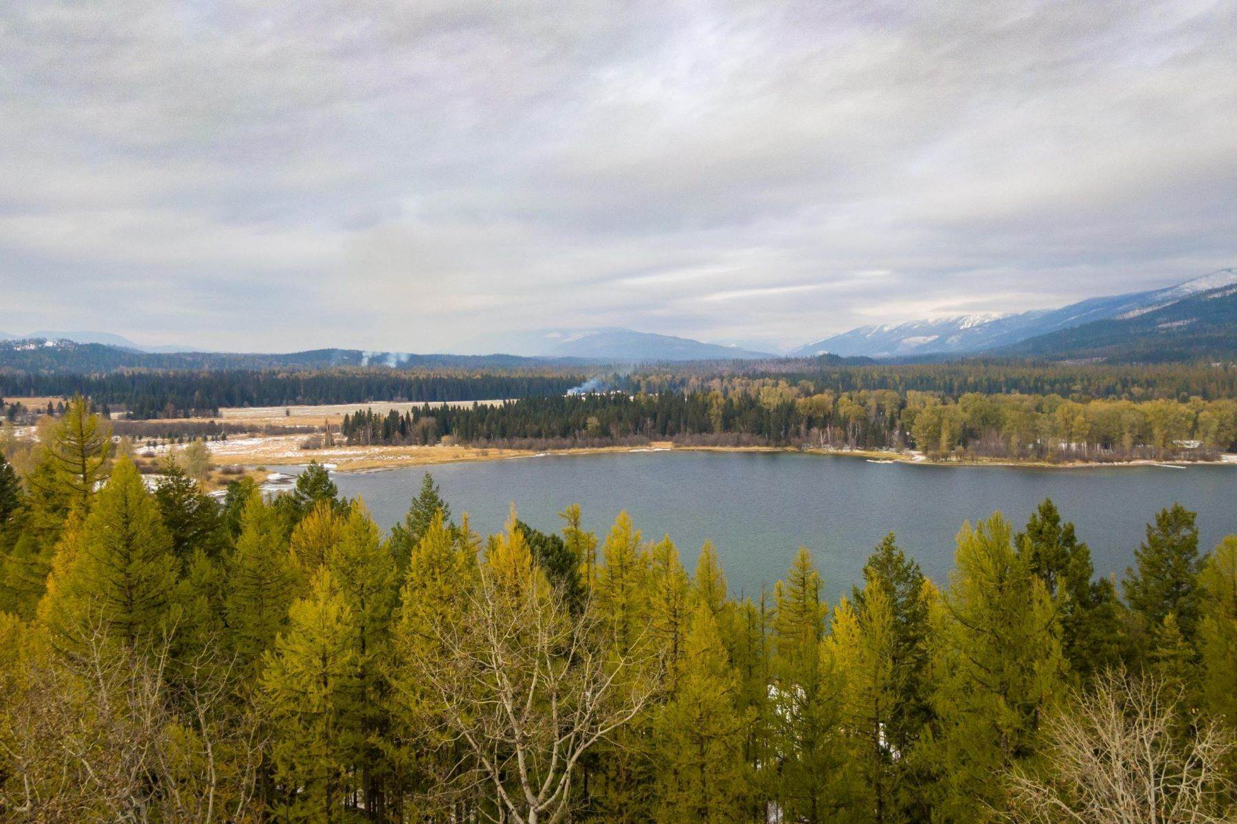 4. Single Family Homes for Sale at Whitefish Lake Frontage 737 Delrey Road Whitefish, Montana 59937 United States