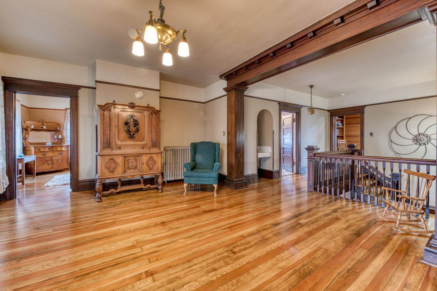 26. Single Family Homes for Sale at Historic Bass Mansion 100 College Street Stevensville, Montana 59870 United States