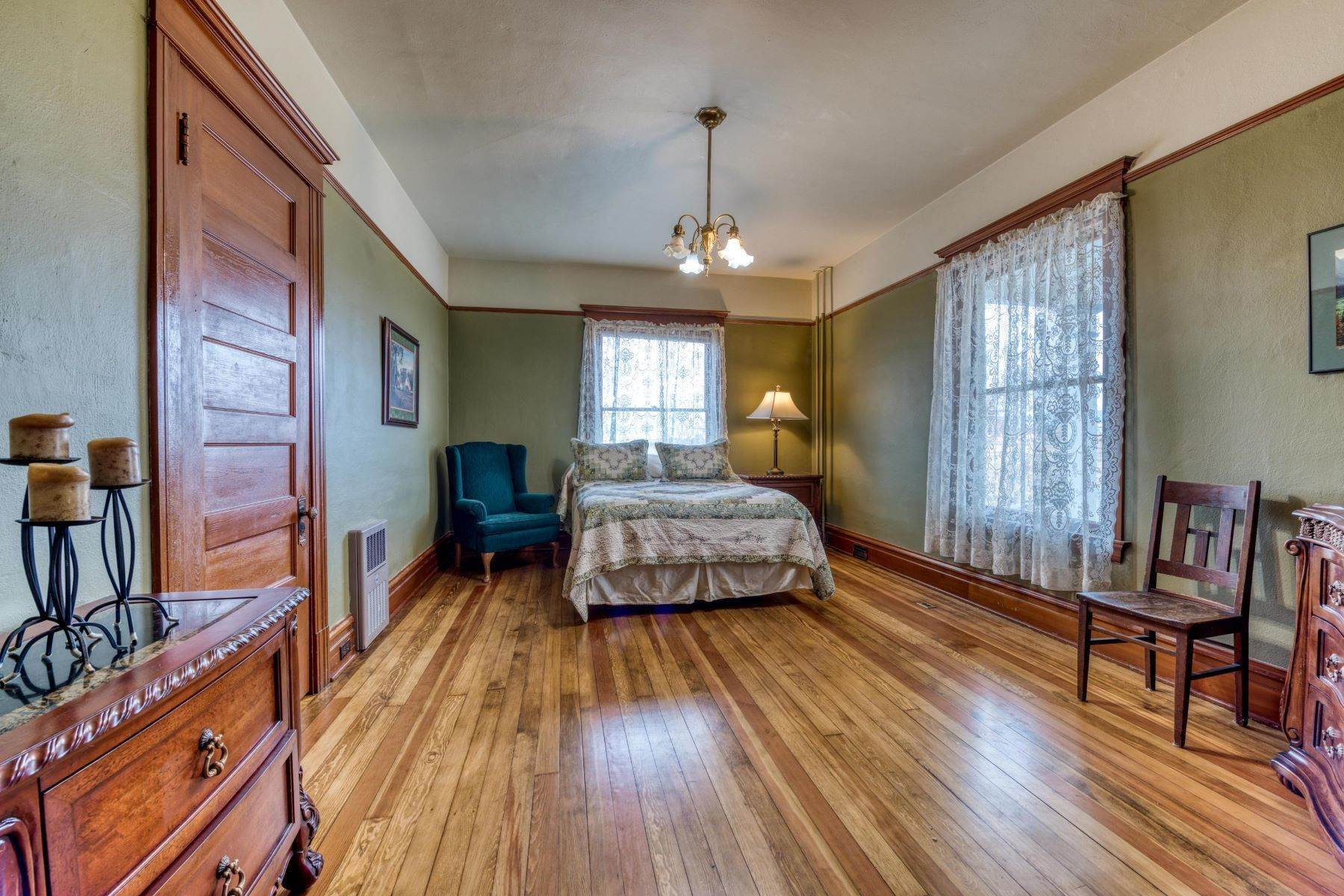 17. Single Family Homes for Sale at Historic Bass Mansion 100 College Street Stevensville, Montana 59870 United States