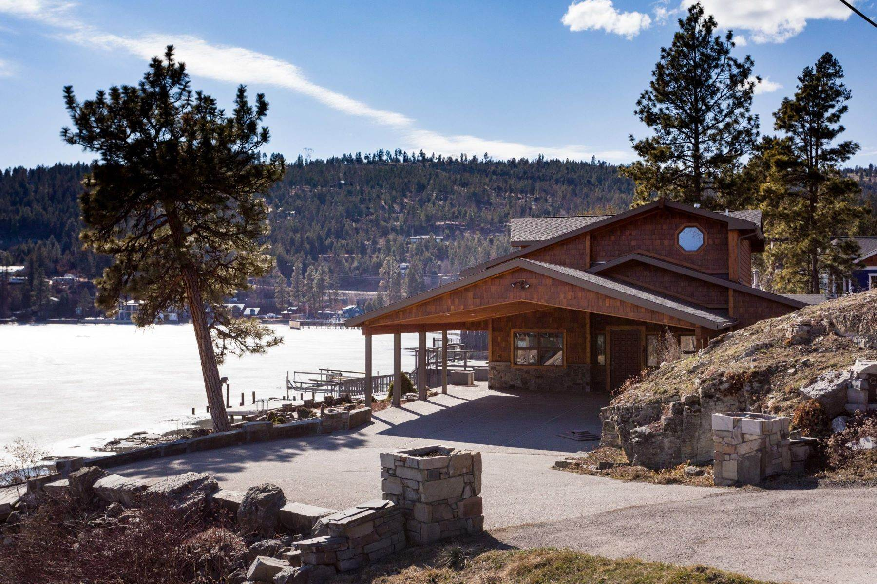 31. Single Family Homes for Sale at Flathead Lake Living 5505 Us Hwy 93 Somers, Montana 59932 United States