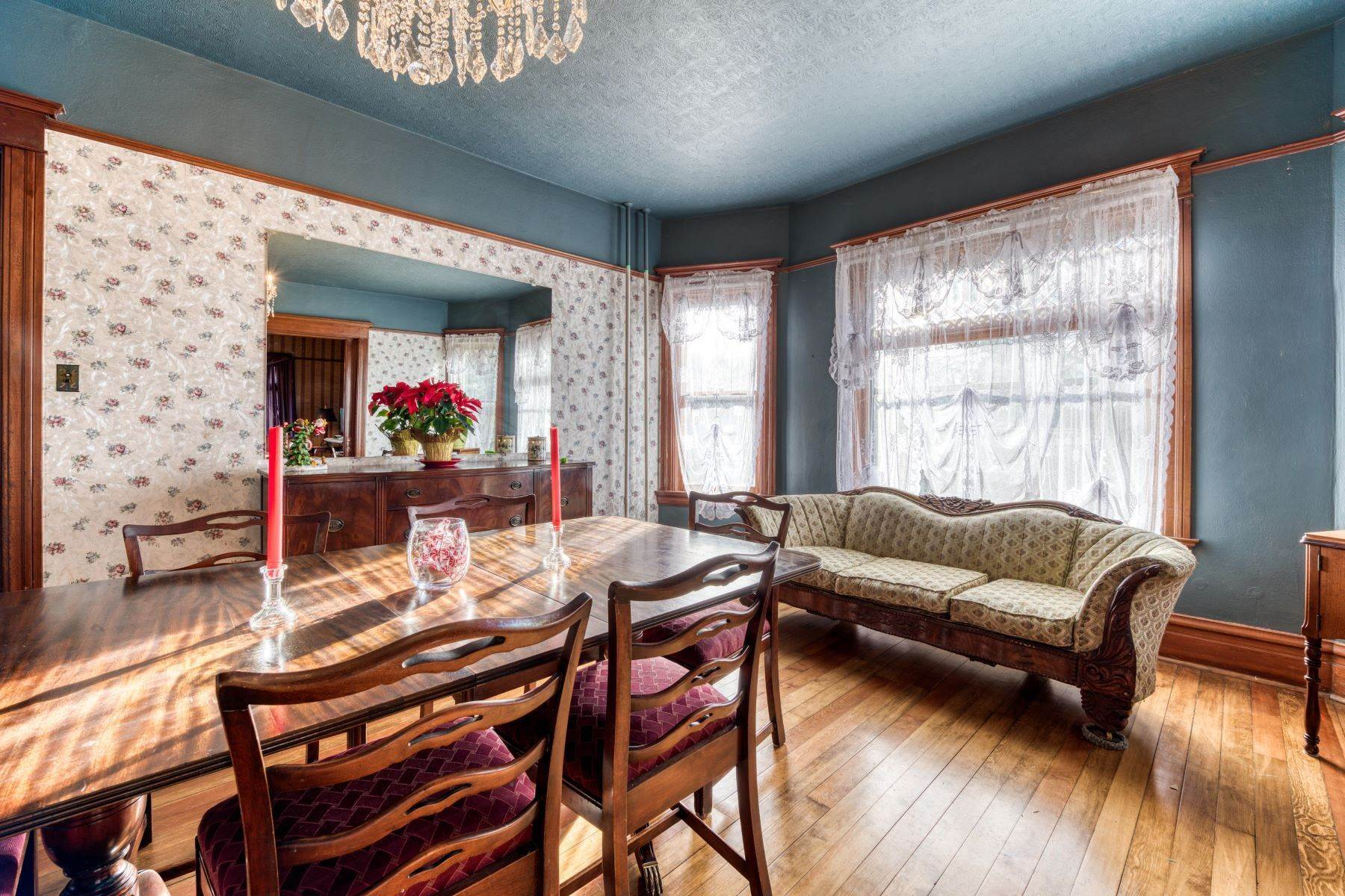 13. Single Family Homes for Sale at Historic Bass Mansion 100 College Street Stevensville, Montana 59870 United States