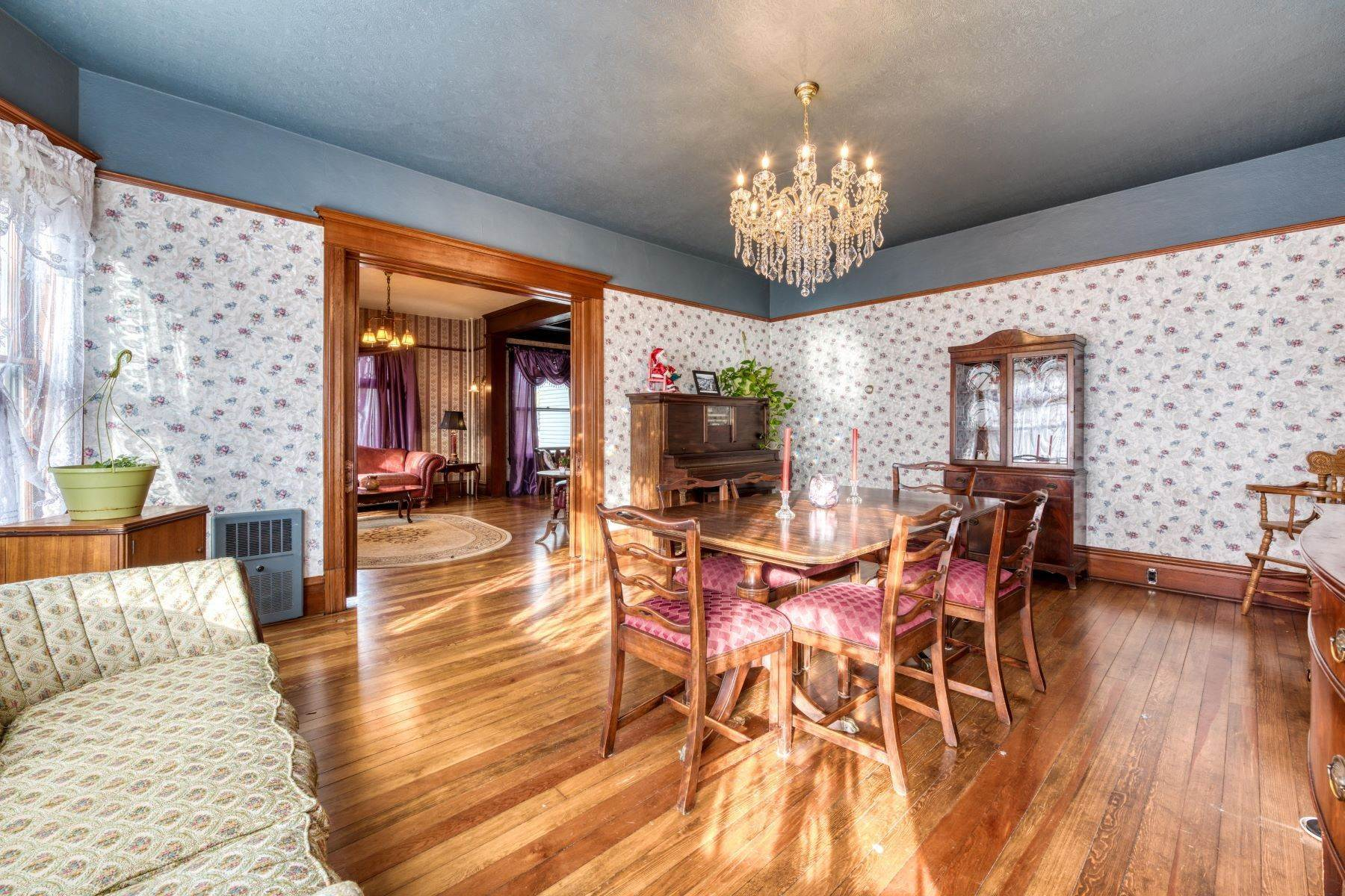 11. Single Family Homes for Sale at Historic Bass Mansion 100 College Street Stevensville, Montana 59870 United States