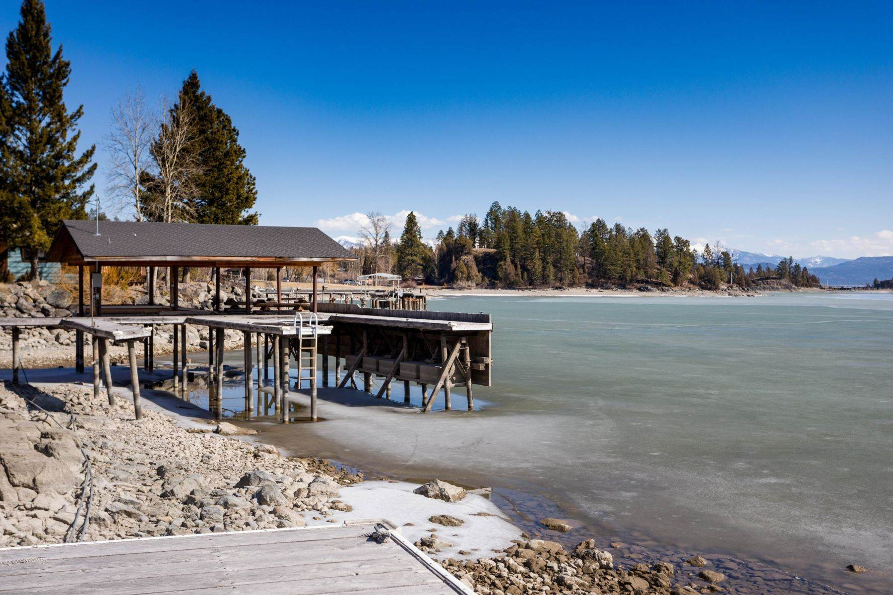 36. Single Family Homes for Sale at Flathead Lake Living 5505 Us Hwy 93 Somers, Montana 59932 United States